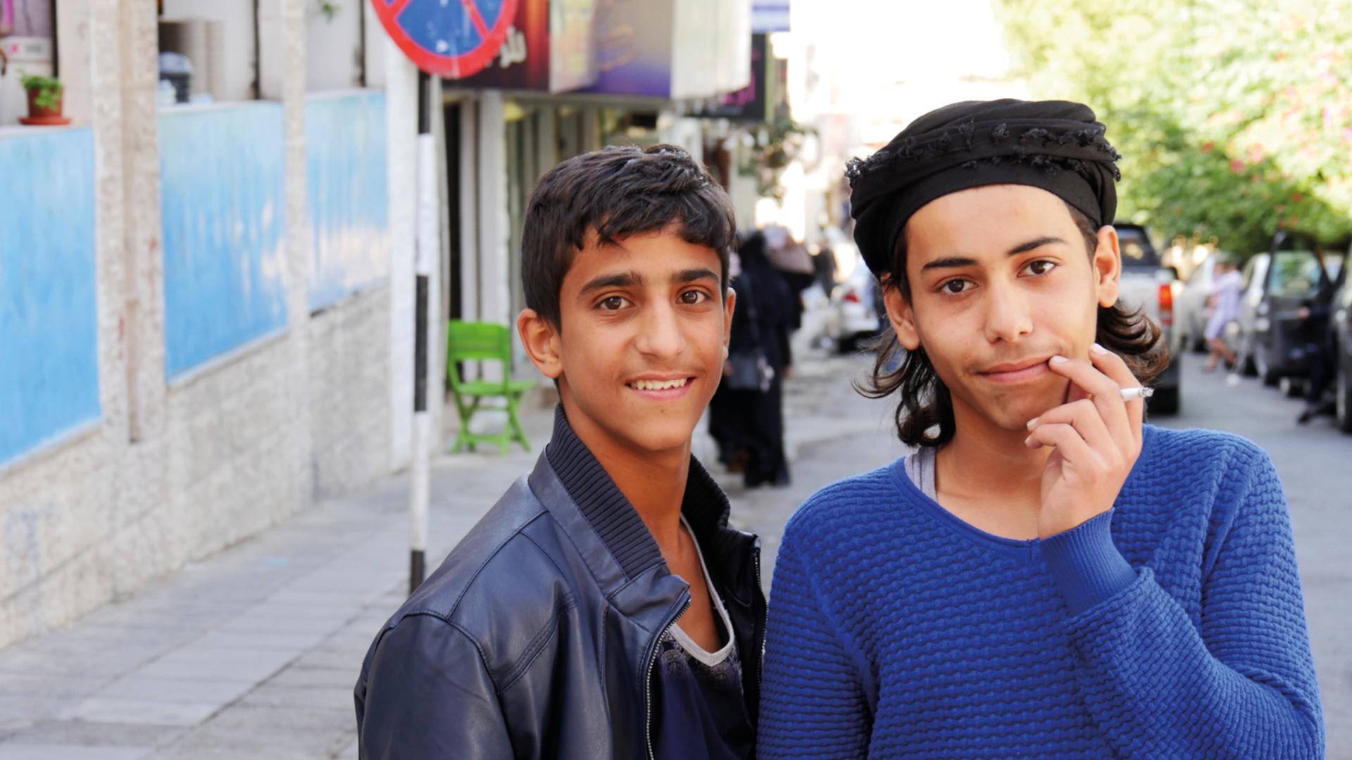 thumbs up jordanië mannen