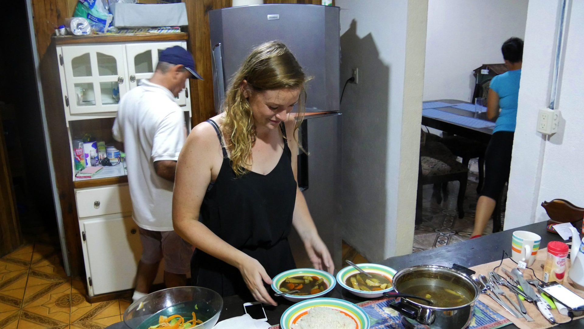 Costa Rica heeft twee buurlanden: Nicaragua in het noorden en Panama in het Het is dan ook niet verwonderlijk dat het leven op straat al om zes uur start.